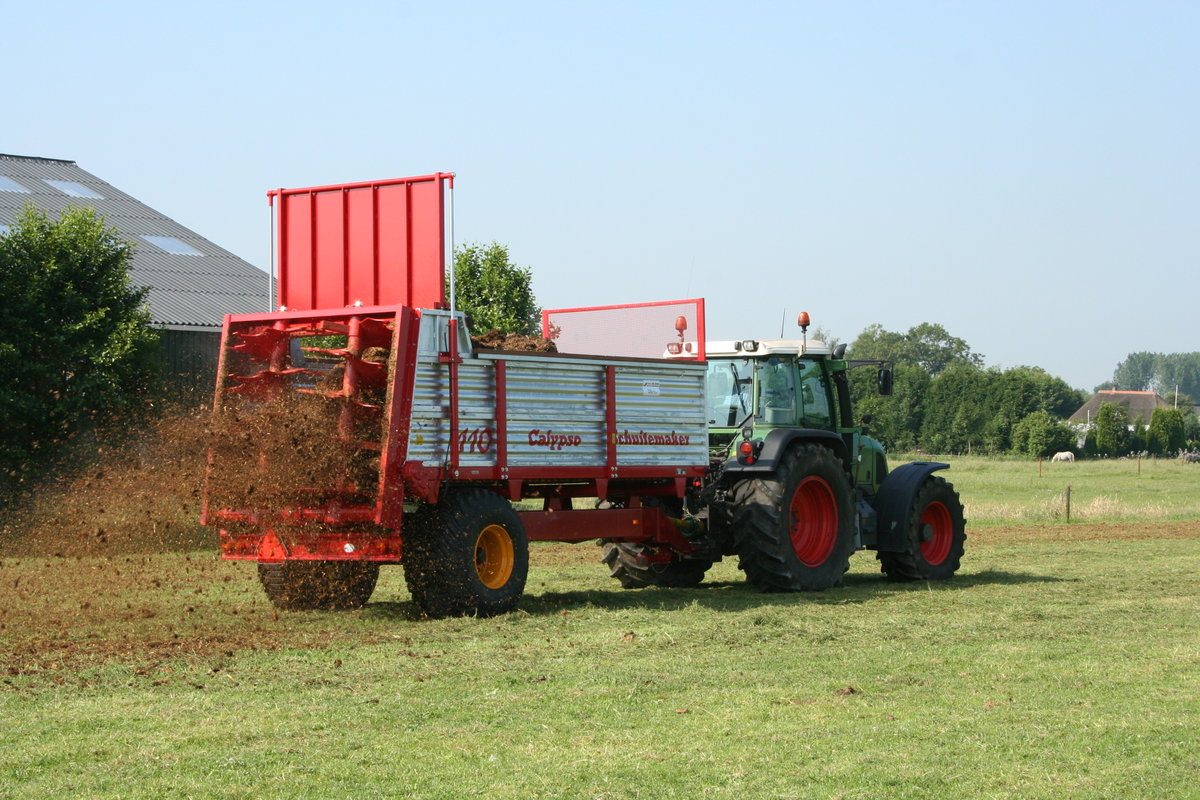 All About Buying A Perfect Compost Spreader