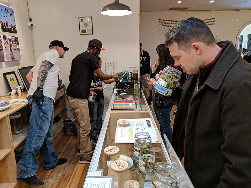 Tips to Find the Best Medical Marijuana Dispensaries for Authorized Buying